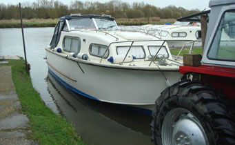 Boat Maintenance at Sheridan Marine Boatyard, Moulsford, Oxfordshire